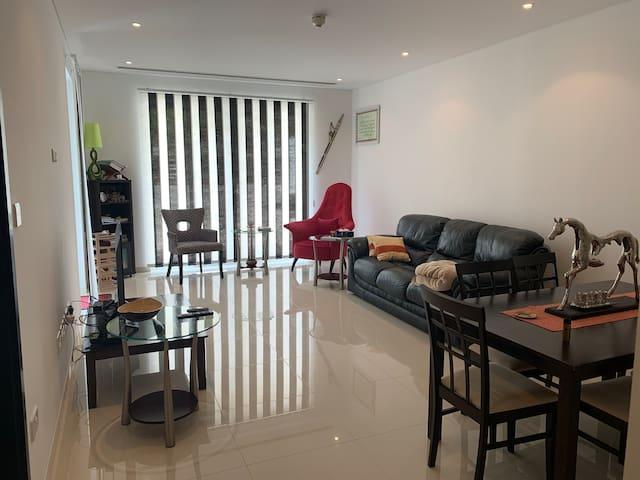 Modern, minimalistic apartment in Al Mouj