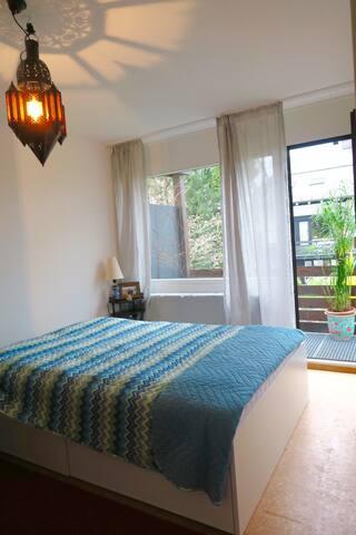 Schönes Zimmer mit großem Balkon - Aschheim
