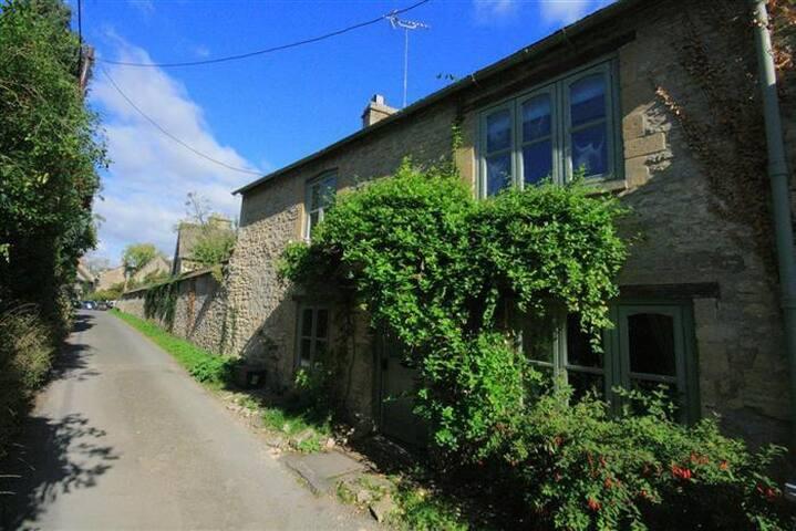 Footstool Cottage, Fulbrook.
