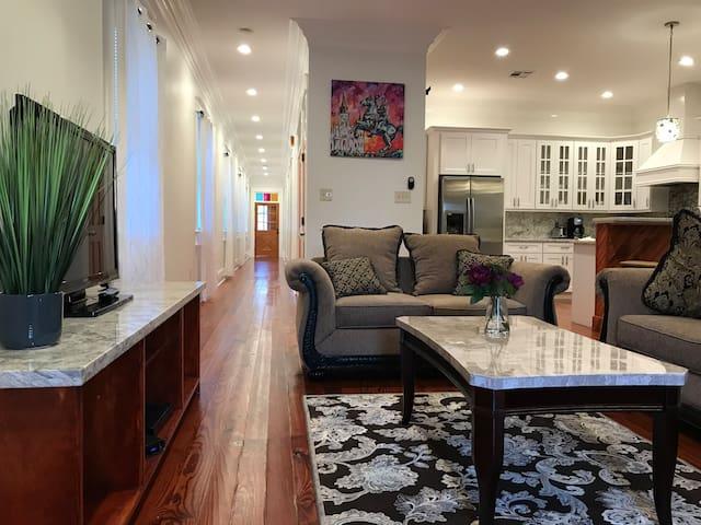 Luxury Nola-Style House. 10 Mins to French Quarter
