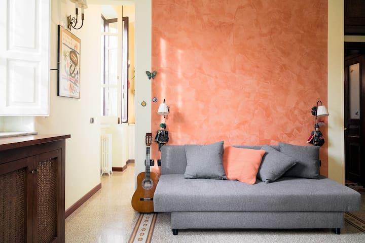 Zona living il divano si trasforma in un comodo divano letto