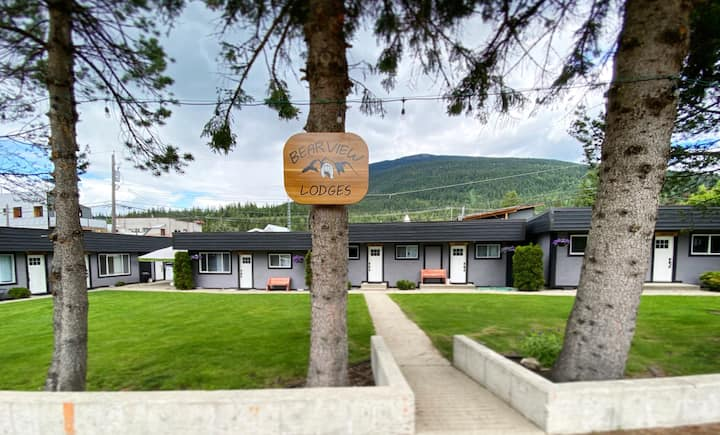 Great LOCATION with AMAZING Views! - Glacier Suite