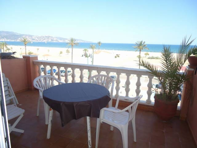 Apartment in front of the beach with poolHUGT14917 - Empuriabrava - Condominio