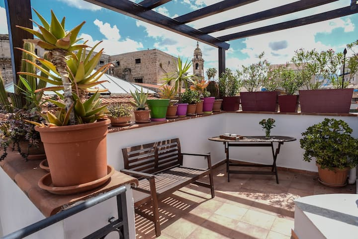 "Rooms 19,""Vucciria"" triple room/terrace and patio"