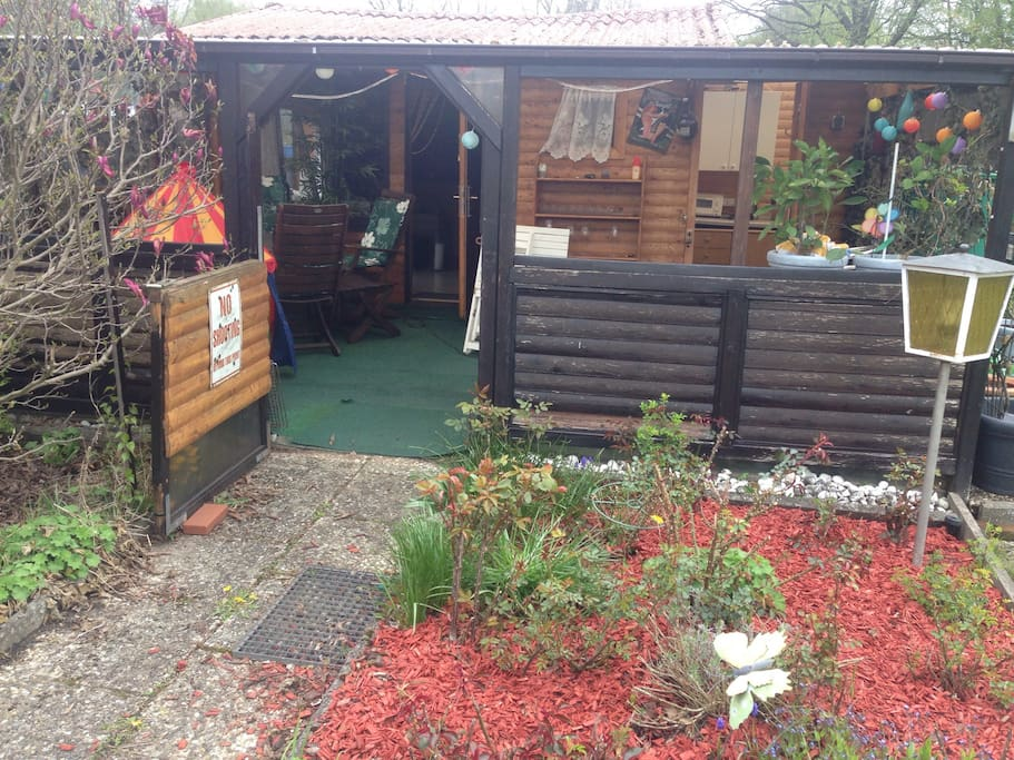 gartenhaus no shower huts for rent in hamburg hh germany. Black Bedroom Furniture Sets. Home Design Ideas