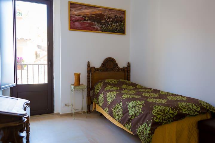 Camera Singola - B&B La Casa Gialla