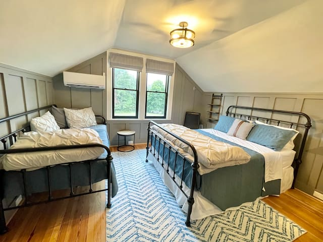 The 3rd bedroom has a twin daybed and a Queen bed. Equipped with its own air supply (mini split system).