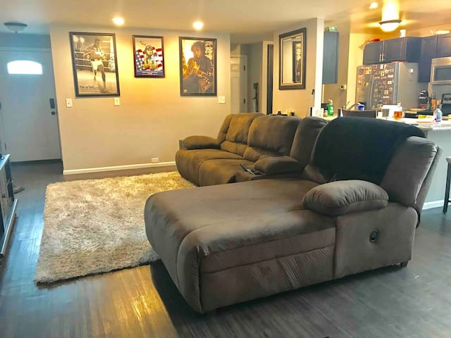 Sunny Townhouse in Aurora