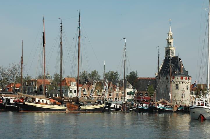 Hoorn (19km. vanaf Opperdoes): haven