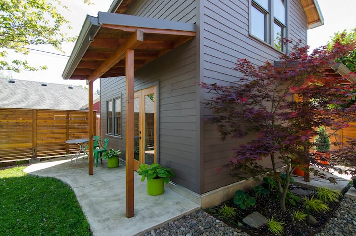 Brand New Modern Alberta Arts Guest House - Portland - Pension