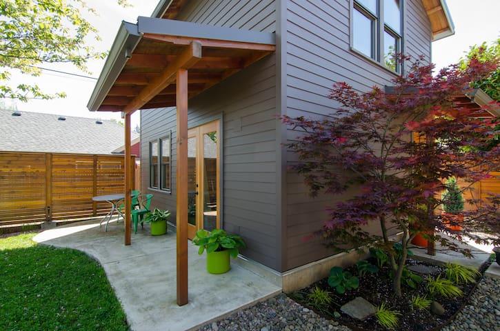 Brand New Modern Alberta Arts Guest House - Portland - Guesthouse