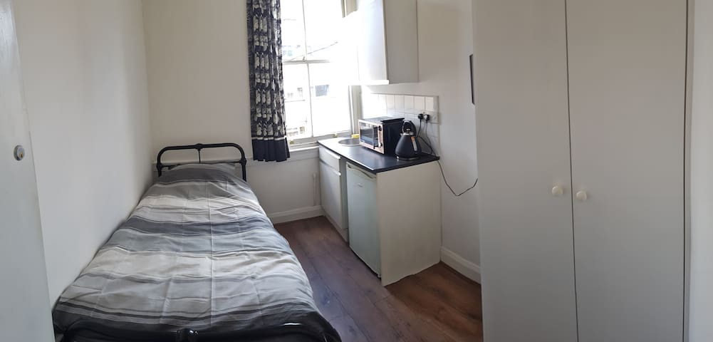 Single room above Victorian pub + self-catering