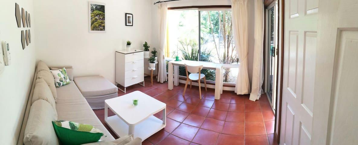 *Bright Room* private bathroom & entrance, pool