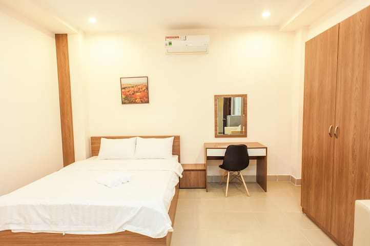 City Center & City Park - Queen Room #102 - Ho Chi Minh City - Apartment