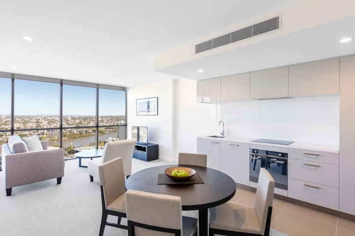 1 Bedroom Apartment: Dining and Kitchen