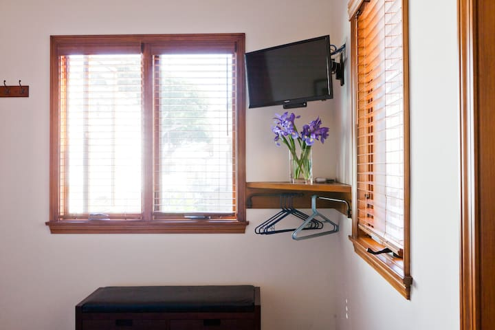 Guest House features TV with Showtime & HBO.