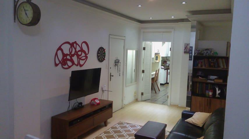 Copacabana, quarto em lar próximo a praia!