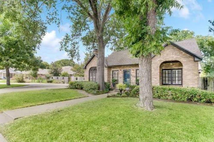 #505PecanLodge - Waco - Casa de hóspedes