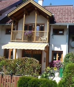 """Vakantie huis  """"Kamphuijs"""" ski & zomer nabij lift - Huis"""
