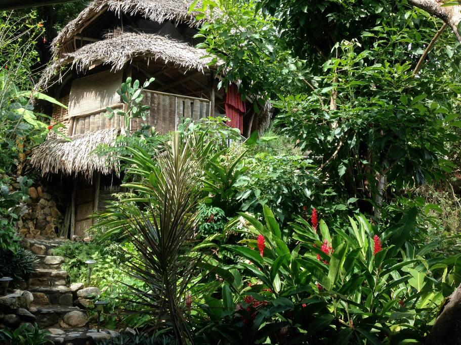 El jardin casa banana bungalows for rent in yelapa for Bungalows el jardin retalhuleu guatemala