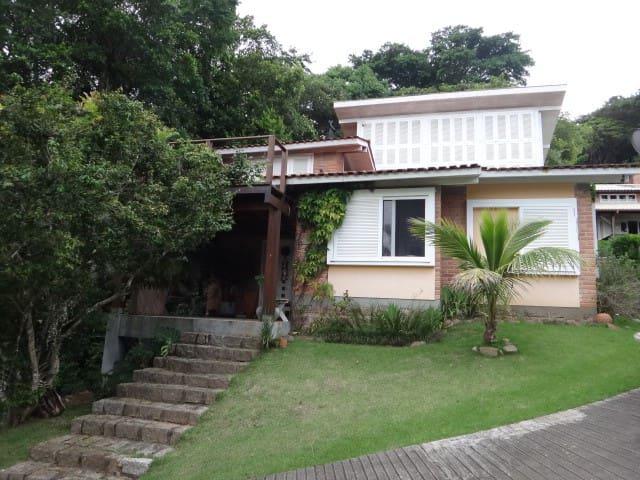 Dormitório com vista para a Lagoa da Conceição - Florianópolis - Casa