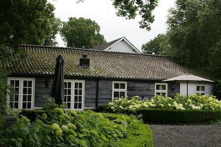 Cottage in bosrijke omgeving Soest. - Soest - 小平房