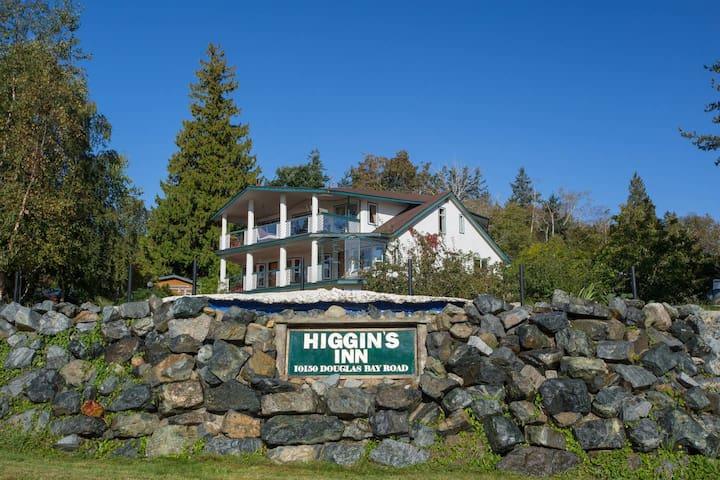 Higgin's Inn  Suite 2  Where Adventures Begin!