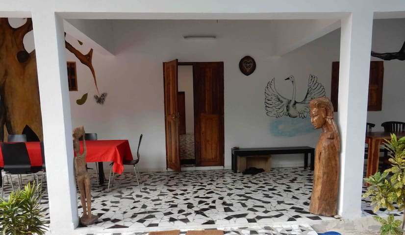 Contany Counda 2 single beds bungalow Abene