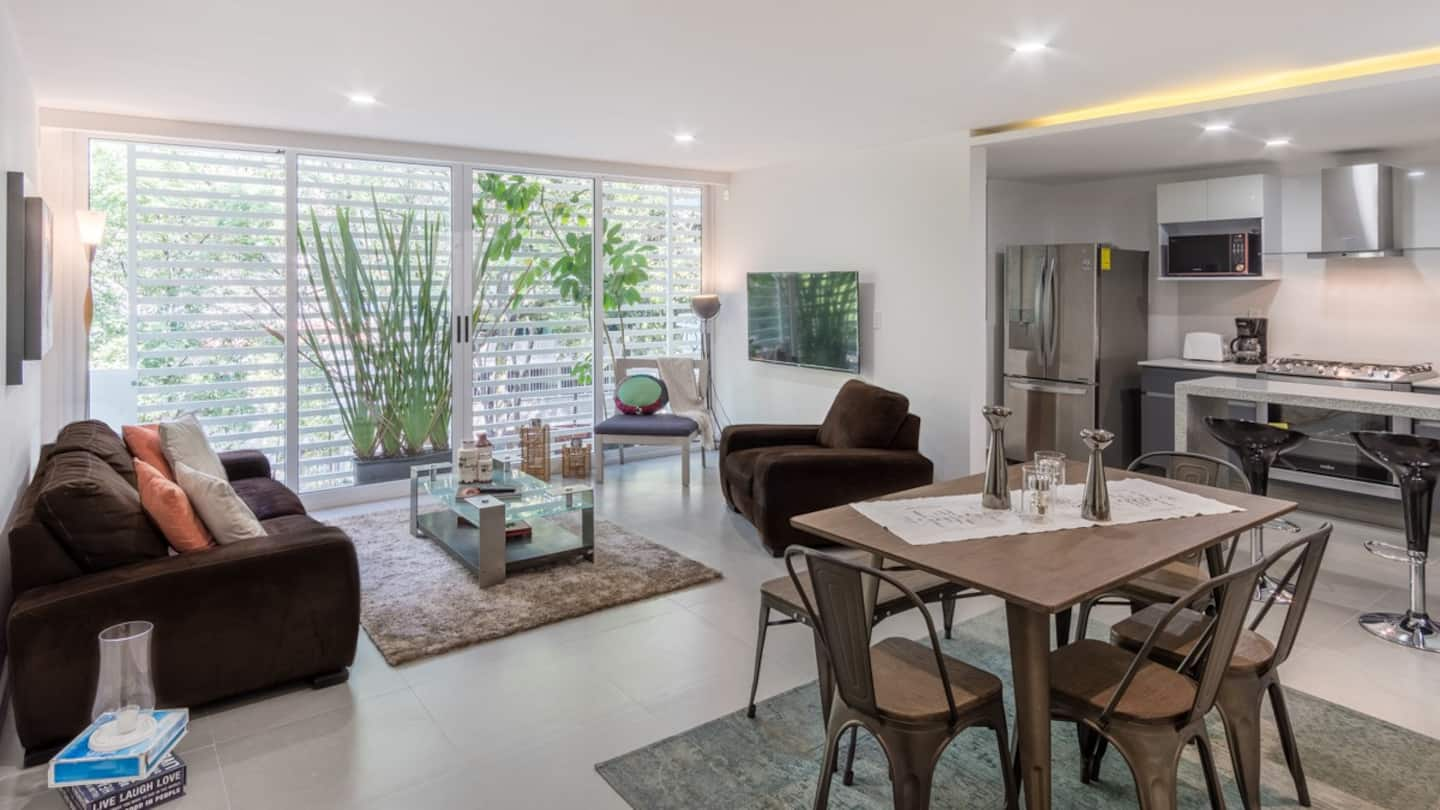 VRBO Mexico City: Apartment living room and kitchen area with a modern decor and large windows