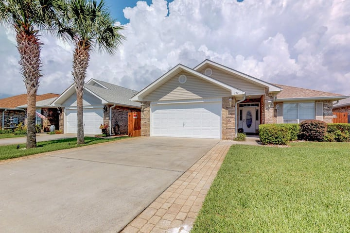 Gorgeous dog-friendly home in gated community with private pool!