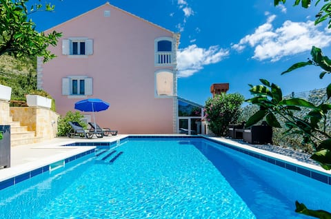 Villa Mateo - Three Bedroom Apartment with Terrace and Private Pool