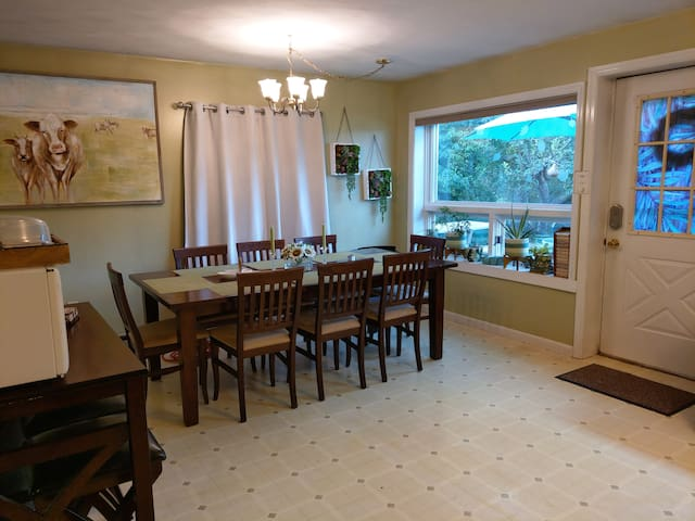 Private Guest Apt: Sleeps 9! Minutes from PSU.