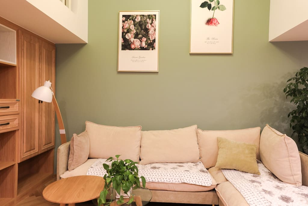 客厅挑高4.5米 视野开阔 墙壁涂料进口福乐阁 环保温馨