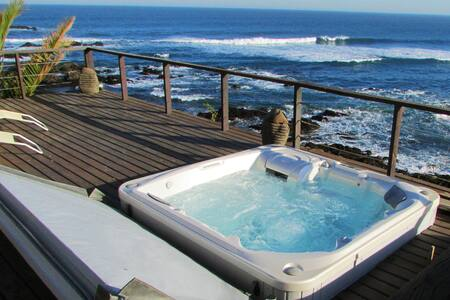Pichilemu beachhouse - surfing wave in front