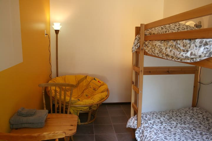 Bunkbed room +guest house, close to Foresta Lumina
