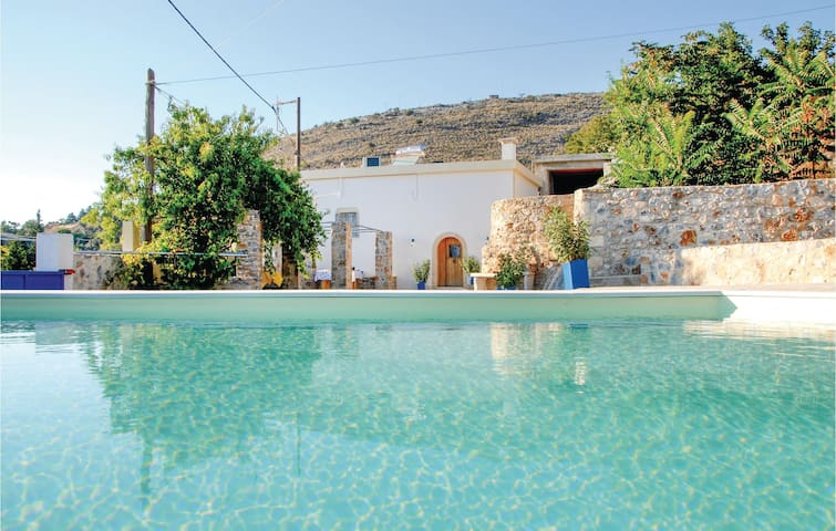 Holiday cottage with 2 bedrooms on 65m² in Malaxa, Chania