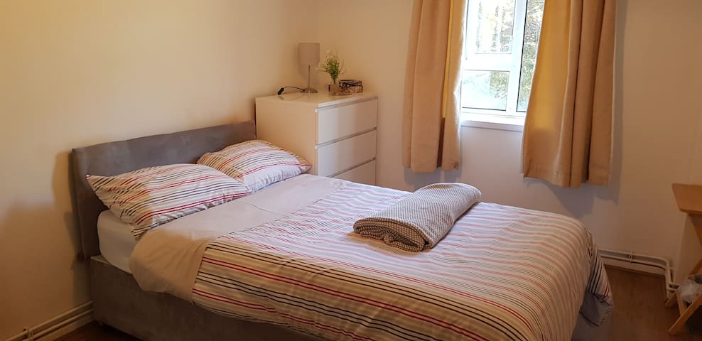 Tidy & secure double room in super-trendy Peckham