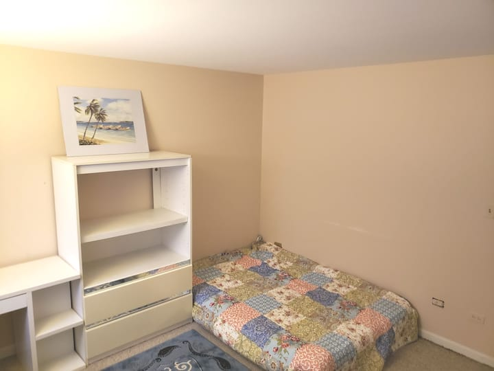 Comfy Private Room Great Neighborhood!(Near Ohare)