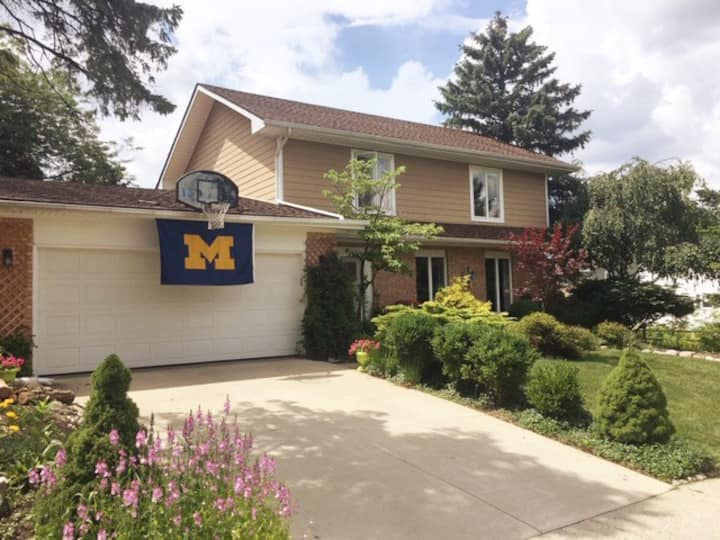 Ann Arbor Family Home Near U of M Stadium!