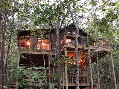 THE STELLA VISTA Romantic Mountain Treehouse