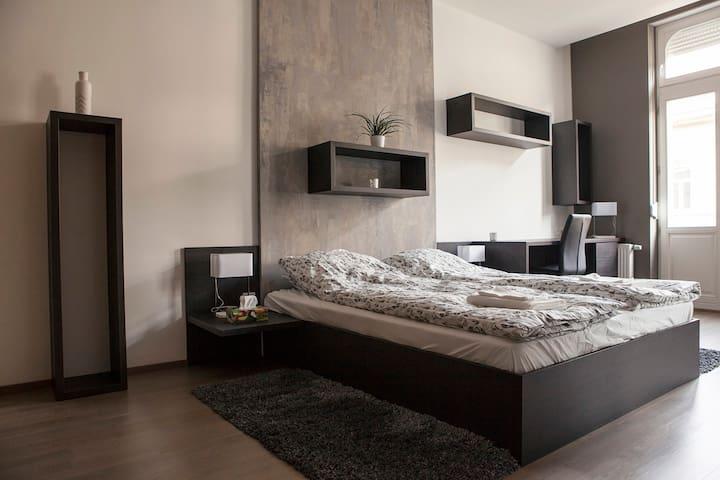 Luxurious & Stunning 3 Bdrm Home