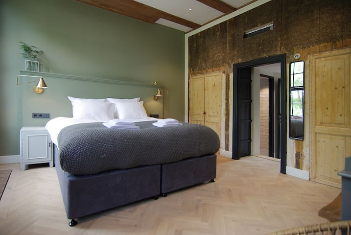 Quality stay in an AUTHENTIC FARMHOUSE near Amstel