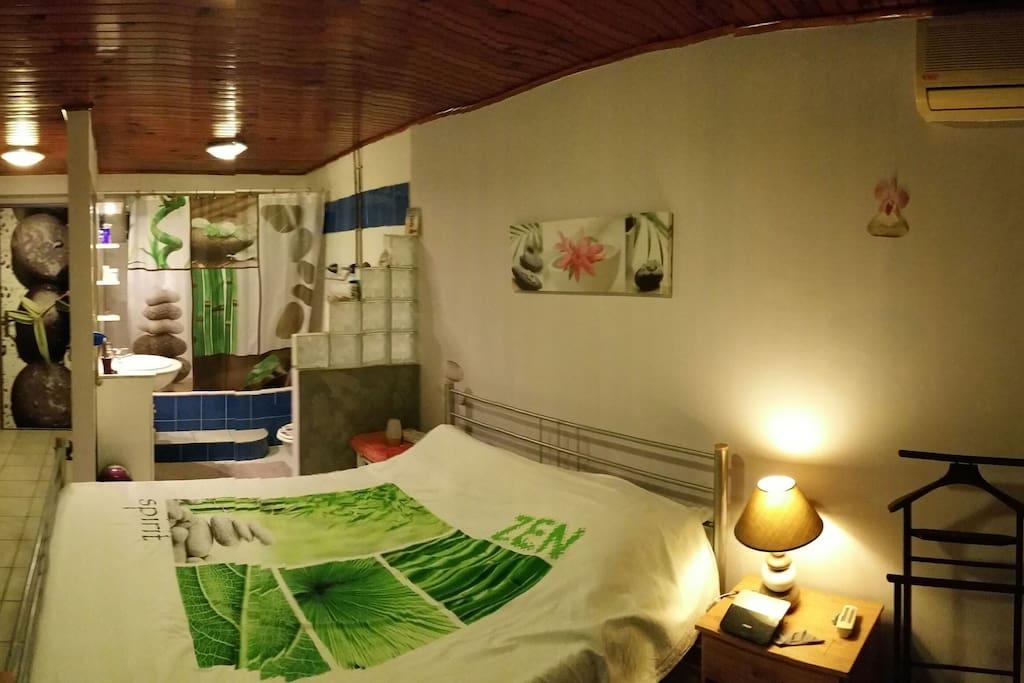 chambre hoa clim tv sdb priv maisons de ville louer fort de france fort de france. Black Bedroom Furniture Sets. Home Design Ideas