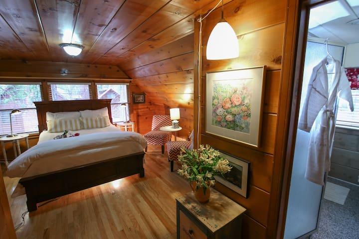 Elliott House  Bed And Breakfast - Dogwood Suite