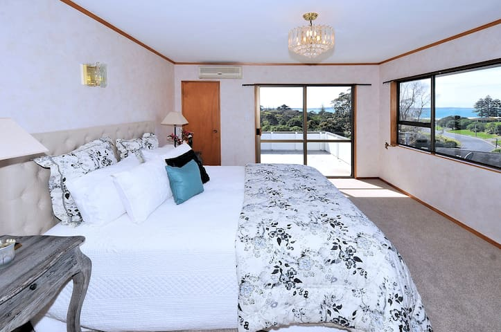 Beach Retreat Ensuite with pool& deck - Auckland - Villa