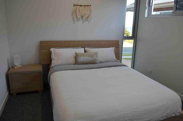 Bedroom 2 has a brand new comfy Queen bed with luxurious linen, built in wardrobe and gorgeous ocean views. This bedroom features reverse cycle air conditioning and a ceiling fan.