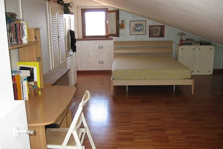 Large attic, 10 min from the sea - Piombino