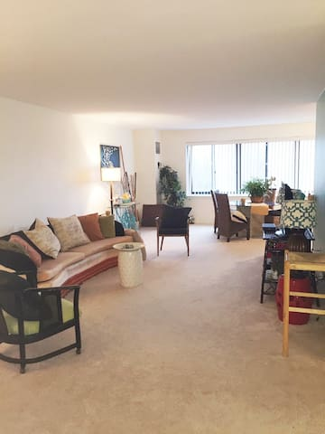 Spacious Apartment ★ Close to Everything