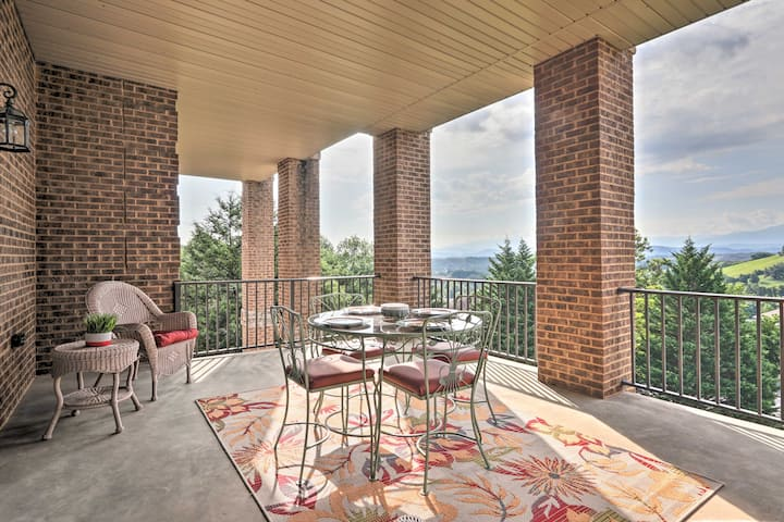 Family Apt: Mtn Views, Smart TV, 5 Mi to Parkway!