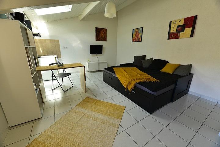 Studio lumineux de 20 m2 au centre de Cornas